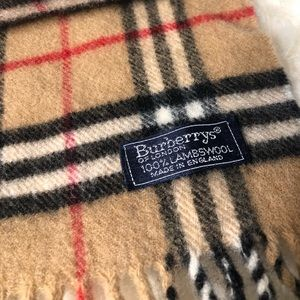 Authentic Burberry scarf-lambswool made in England